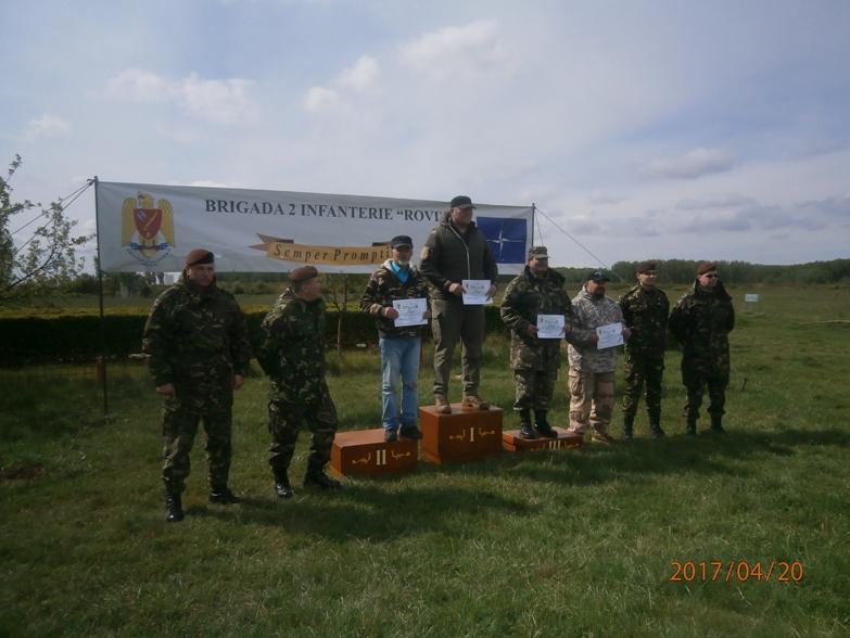 P4204873 pe podium